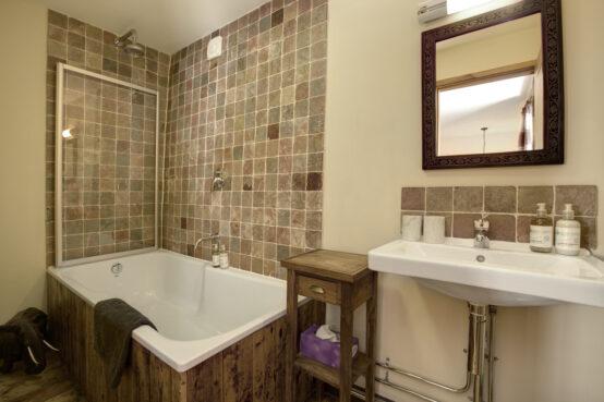 Blencathra Room bathroom